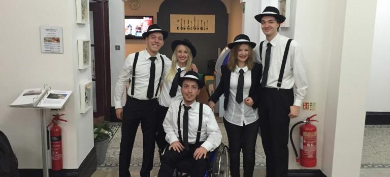Mit Rollstuhl zur Darts WM nach London – Teil 1